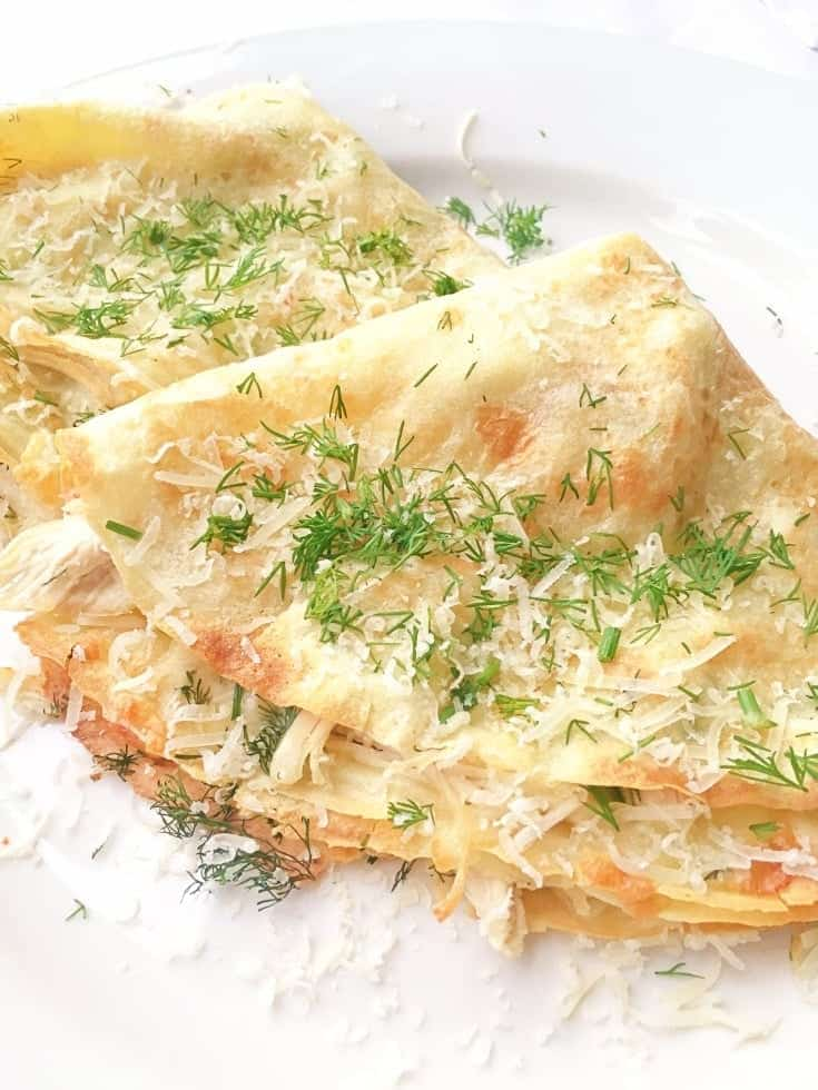 Looking for chicken dinner recipe? Filled with a mixture of chicken and cheese, this easy crepe recipe will make a great lunch or dinner. A perfect way to use up some chicken leftovers. #chickenrecipes #dinnerrecipes #frenchrecipes