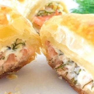 In this recipe I'll show you how to make croissant with smoked salmon and cream cheese. This simple appetizer is absolutely mouthwatering.