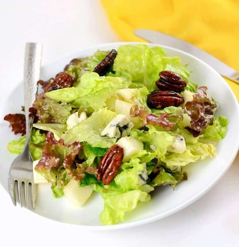 Pear Gorgonzola Salad With Caramelized Pecans