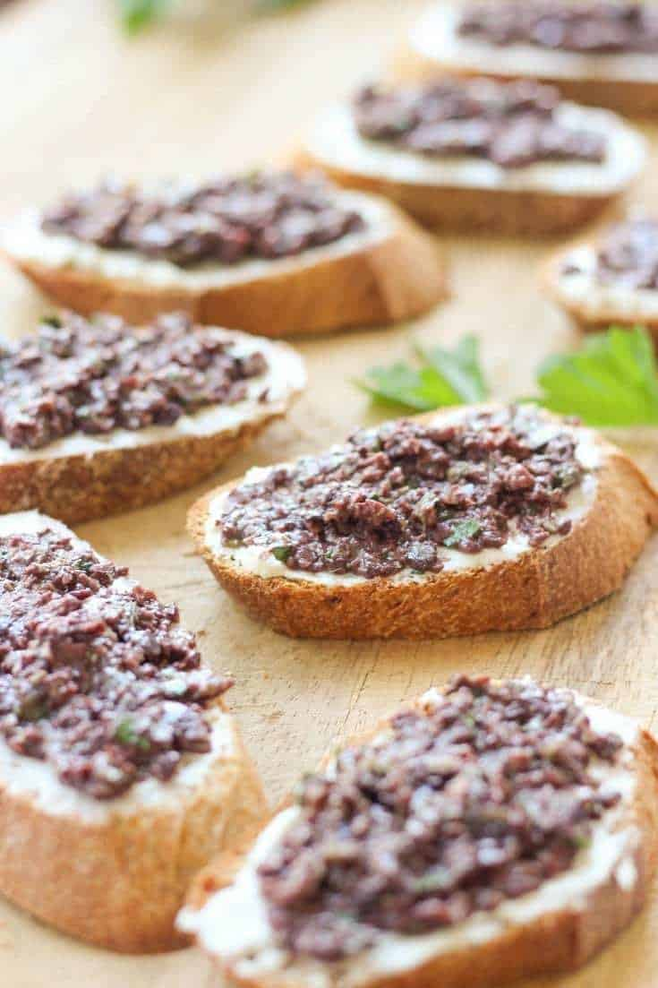 crostini-with-cream-cheese-and-olive-tapenade-4