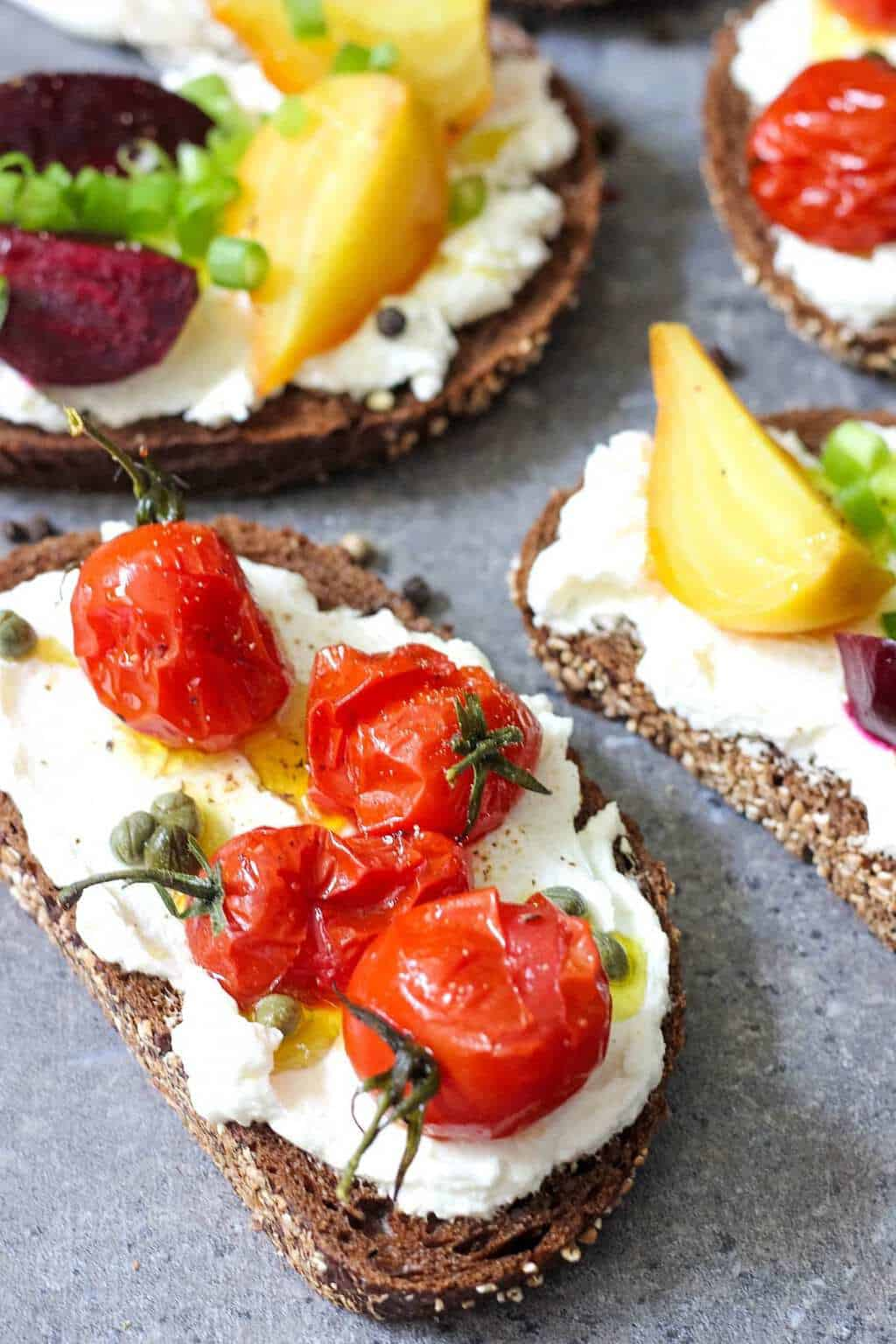 open-faced-sandwiches-with-labneh_680px