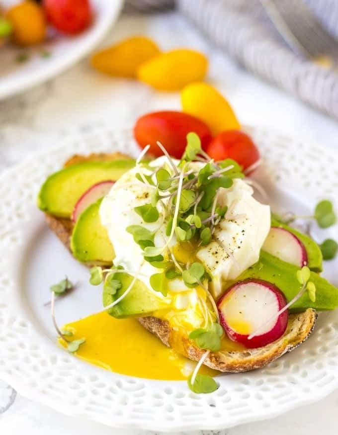 Learn 2 Extremely Easy Ways To Make Poached Eggs. See my Step-by-step video tutorial and start poaching eggs like a pro!