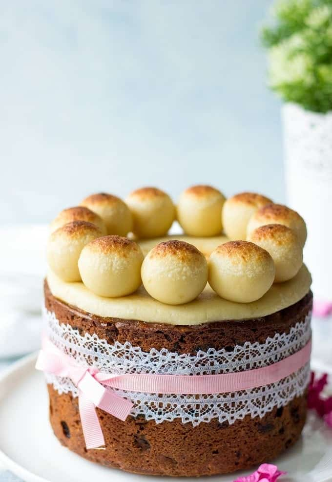 Simnel-Cake-British-Easter-Fruit-Cake.jp
