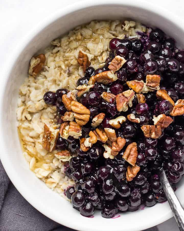 Basic Oatmeal with nut and blueberries