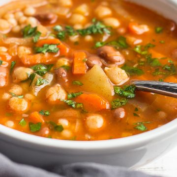 Vegetarian Minestrone Soup with beans and fennel