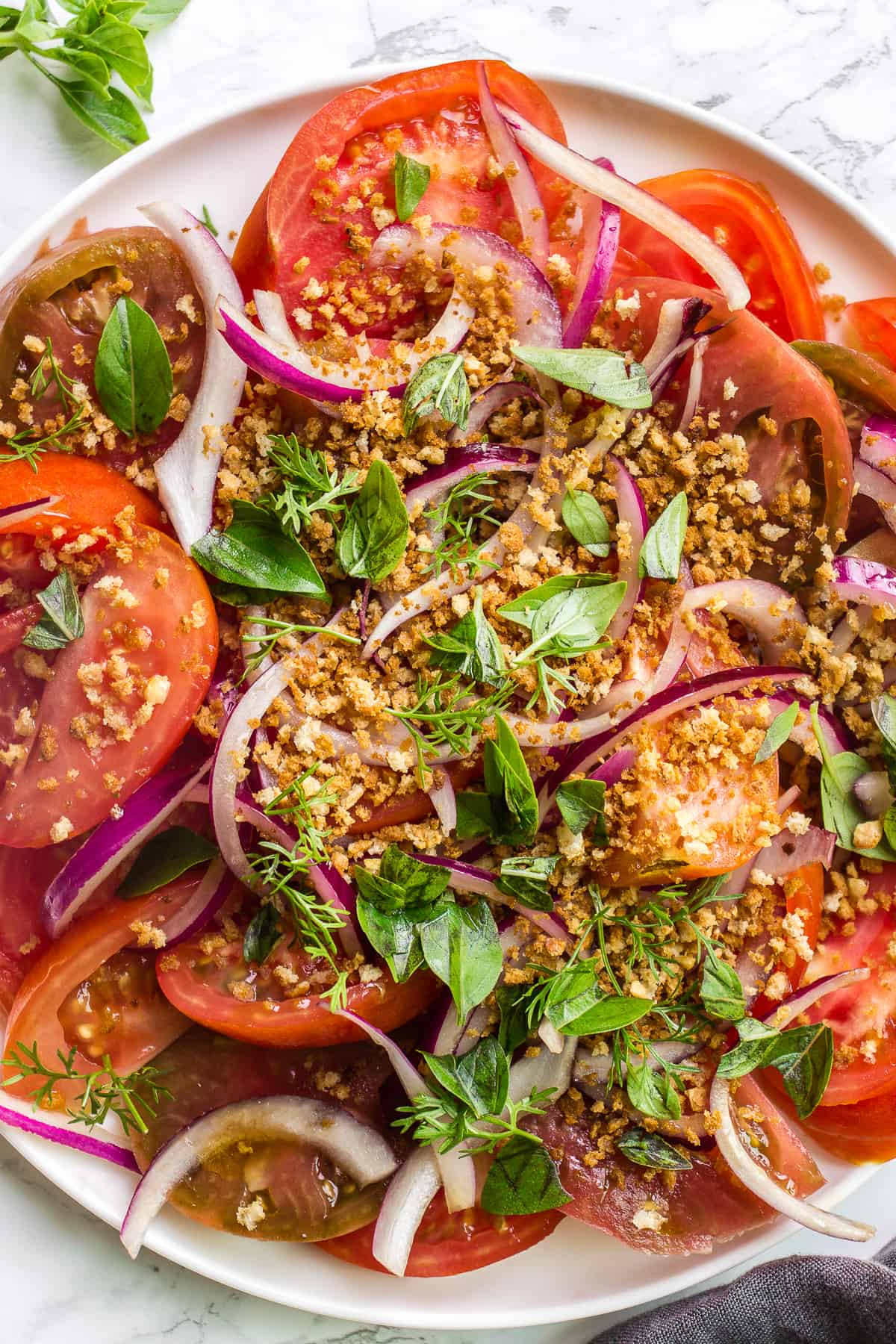Summer tomato salad with red onions