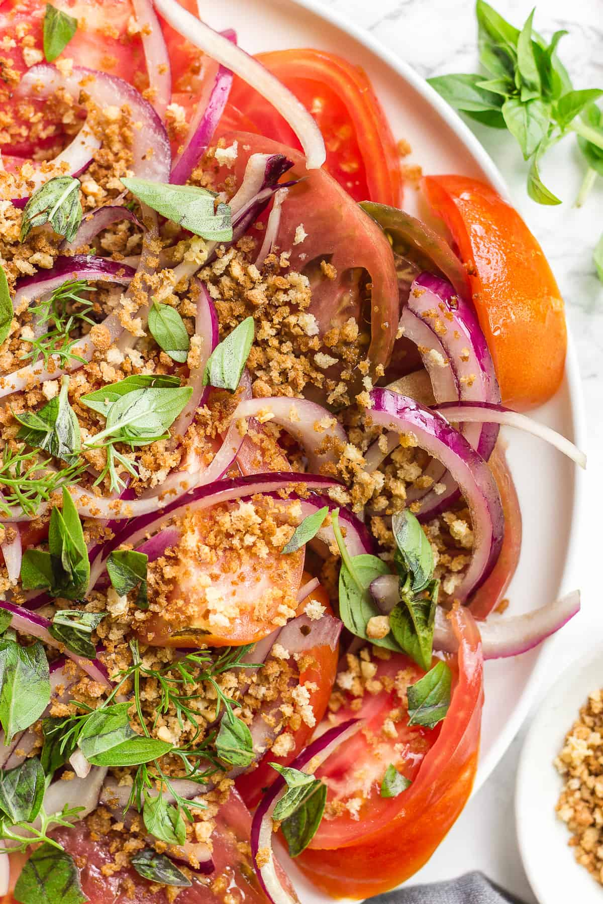 Healthy Heirloom Tomato Salad with crunchy garlicky topping