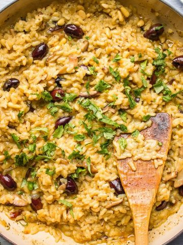 Best creamy mushroom risotto in a pan