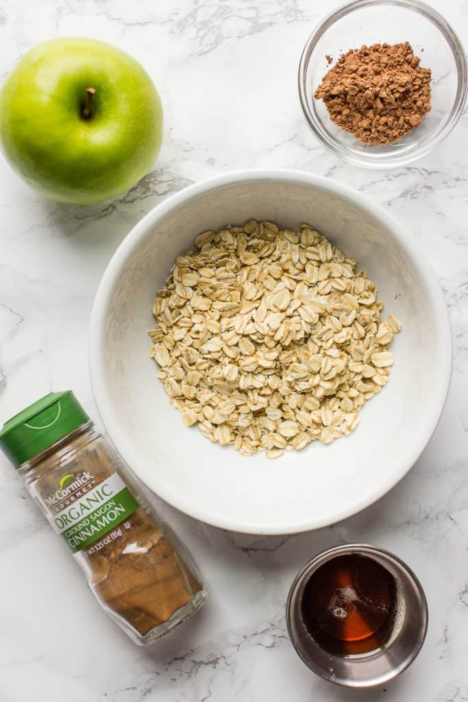 Ingredients for the creamy oats without milk